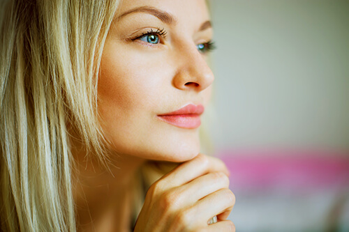 blonde-woman-with-blue-eyes