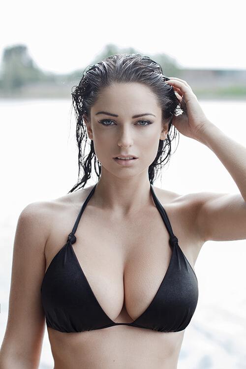 lady-in-black-bikini